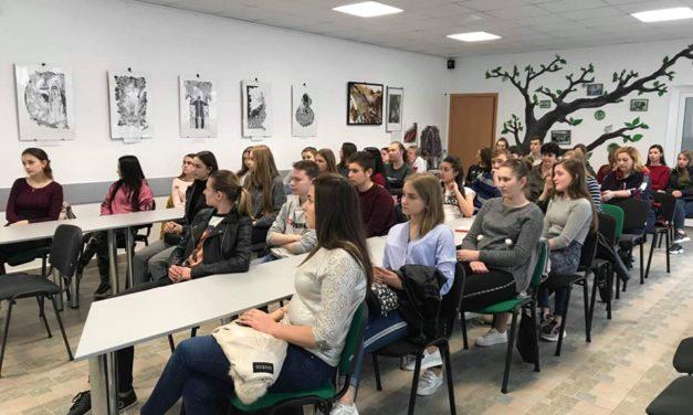 Відкритий лекторій для студентів Бурштинського енергетичного коледжу ІФНТУНГ проходив у Центрі громадської активності.